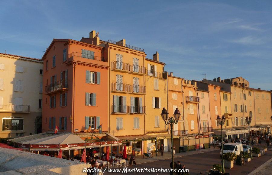 Saint tropez son port et son clocher jaune et ocre photos for Peinture facade couleur ocre