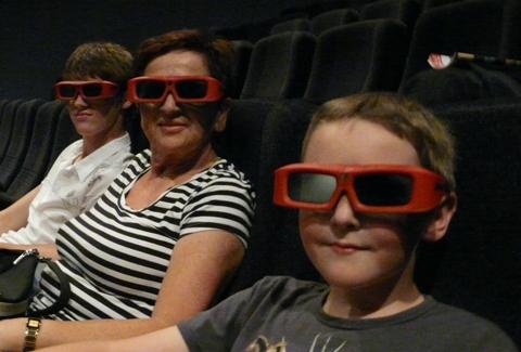 [Cinéma] Irez-vous voir Avatar ? - Page 7 Lunettes-3D-XD-film-l%C3%A0-haut