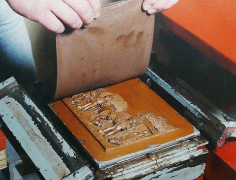une matrice en cuivre et resine