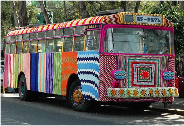 bus-habillé-de-knit-graffiti