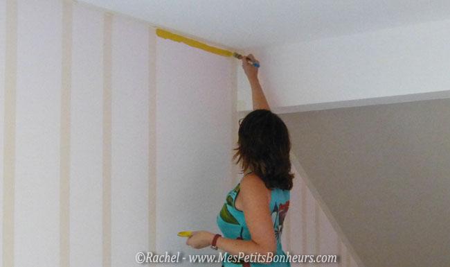 Peinture murale rayures fa on bayad re la d co de la salle de jeux avance for Peindre un salon en deux couleurs