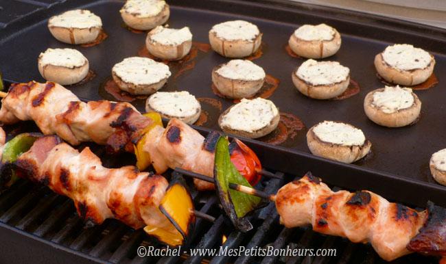 Recette facile champignons farcis au fromage ail et fines herbes - Que peut on cuire sur une plancha ...