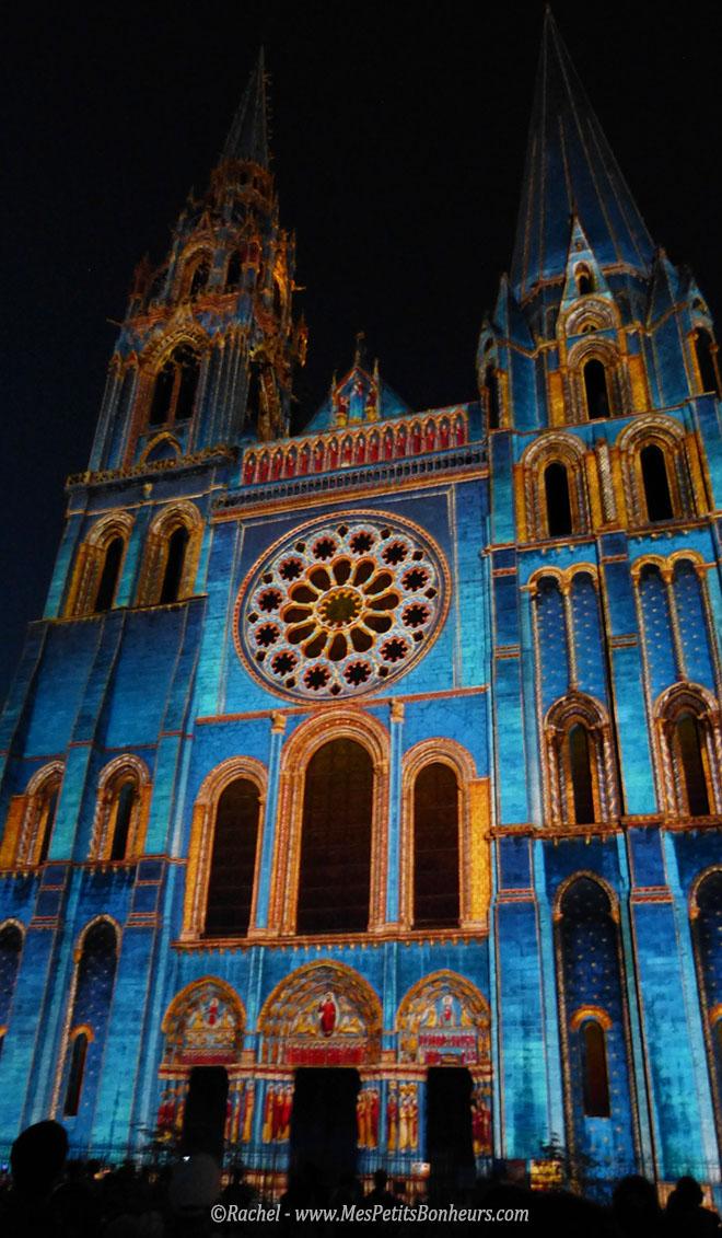 Chartres cathedrale en lumières bleues