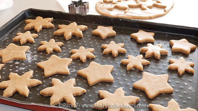 biscuits e noel sur plaque a patisserie