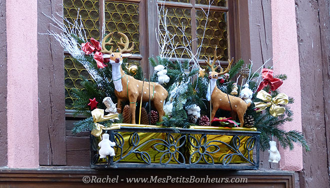 Decoration de noel jardiniere for Decoration rebord fenetre exterieur