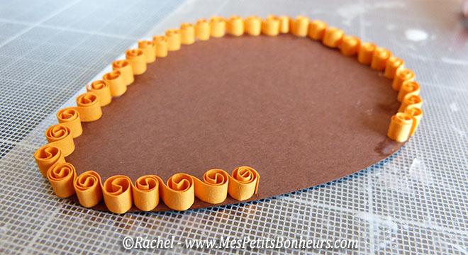 oeuf en quilling bordure bouclettes