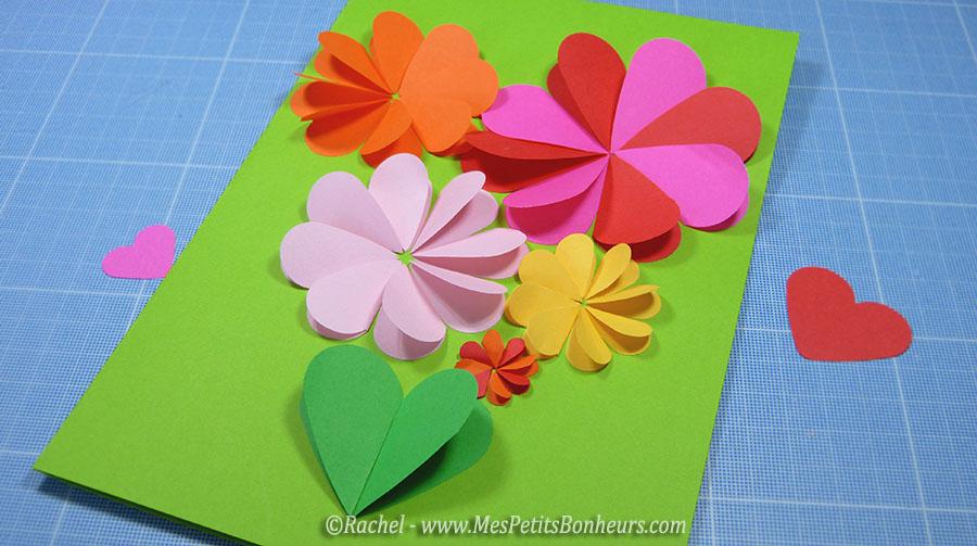 Carte fleurs bricolage avec des coeurs pour la f te des m res for Bouquet de fleurs coeur