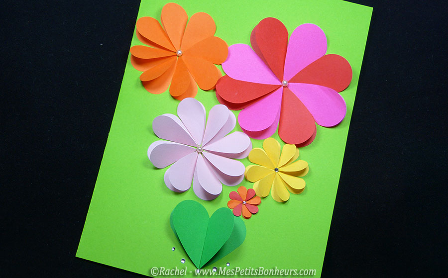 carte fleurs bricolage avec des coeurs pour la f te des m res. Black Bedroom Furniture Sets. Home Design Ideas