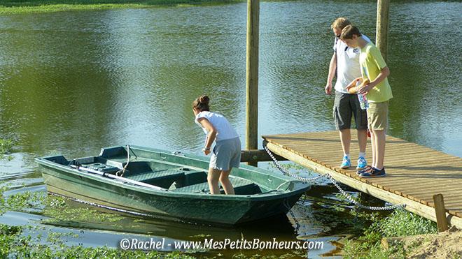 barque pour rejoindre les toues