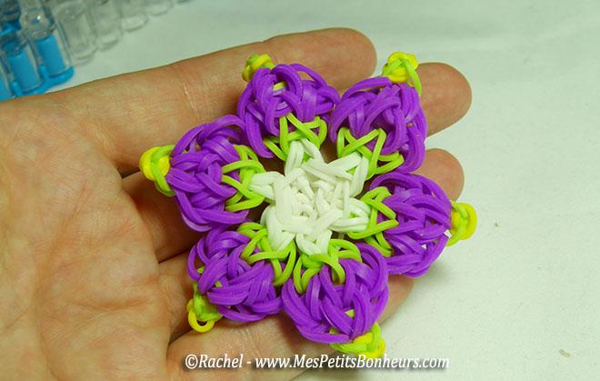 fleur violette en élastiques rainbow loom