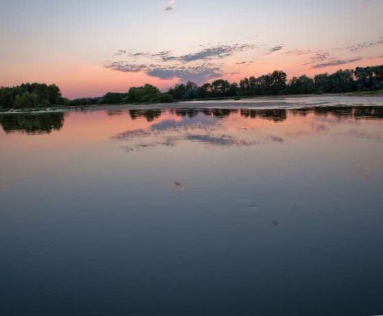 soleil levant sur le village nature des toues cabanées