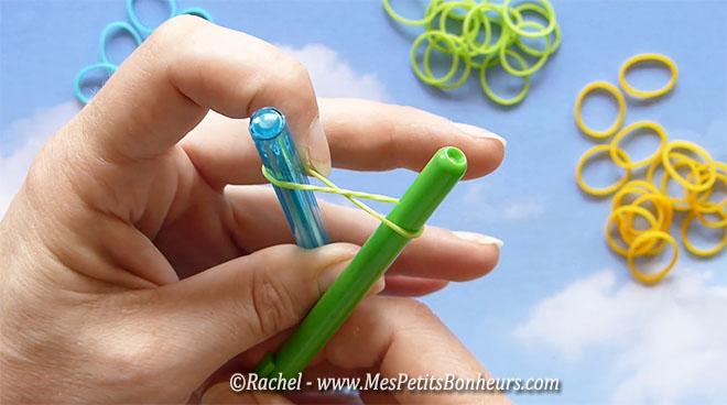 Bracelets br siliens en lastiques tressage faire avec les doigts - Faire des bracelets elastiques ...
