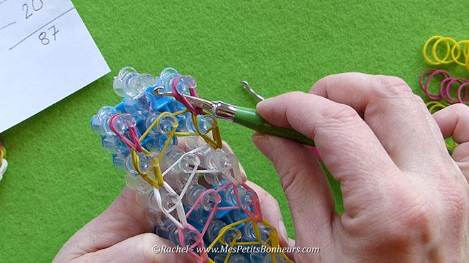 Tuto oeuf de paques en elastiques rainbow loom.Image fixe010