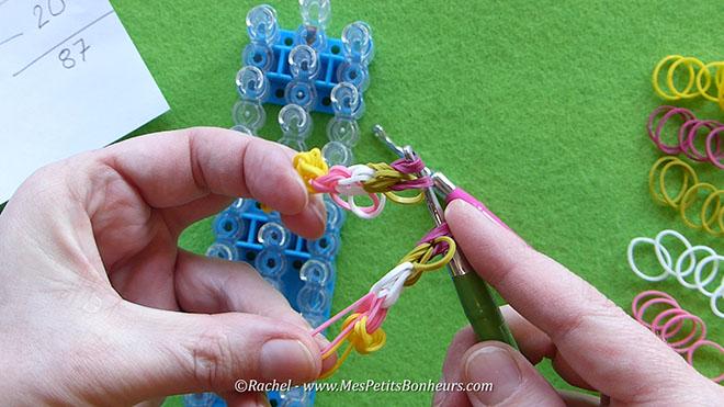 Tuto oeuf de paques en elastiques rainbow loom.Image fixe011