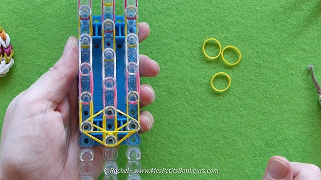 Tuto oeuf de paques en elastiques rainbow loom.Image fixe015