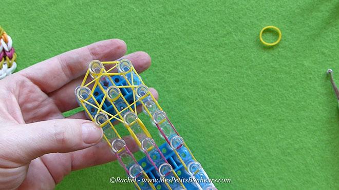 Tuto oeuf de paques en elastiques rainbow loom.Image fixe016