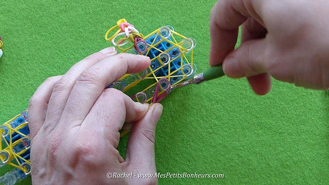 Tuto oeuf de paques en elastiques rainbow loom.Image fixe018