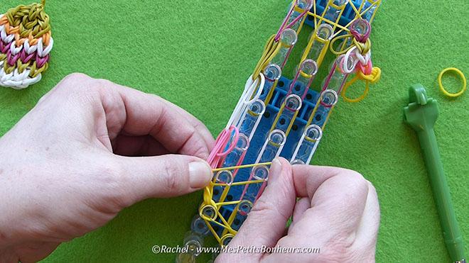 Tuto oeuf de paques en elastiques rainbow loom.Image fixe021