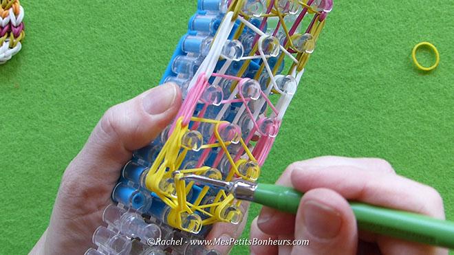 Tuto oeuf de paques en elastiques rainbow loom.Image fixe026
