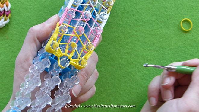 Tuto oeuf de paques en elastiques rainbow loom.Image fixe027