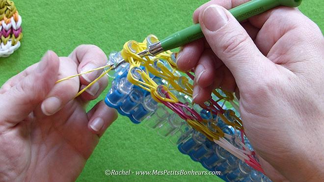 Tuto oeuf de paques en elastiques rainbow loom.Image fixe029