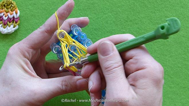 Tuto oeuf de paques en elastiques rainbow loom.Image fixe031