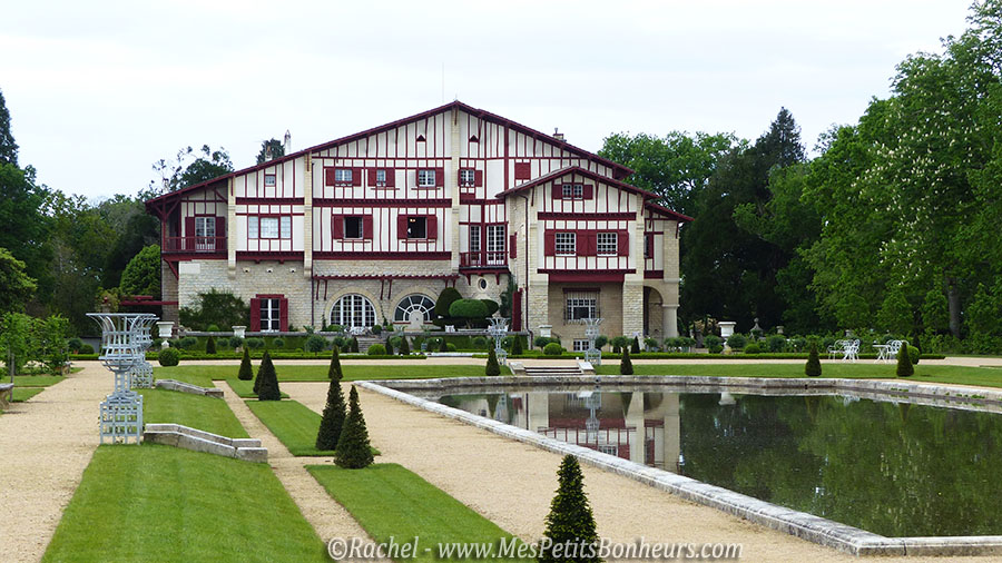 La villa arnaga de edmond rostand au pays basque for Maison basque moderne