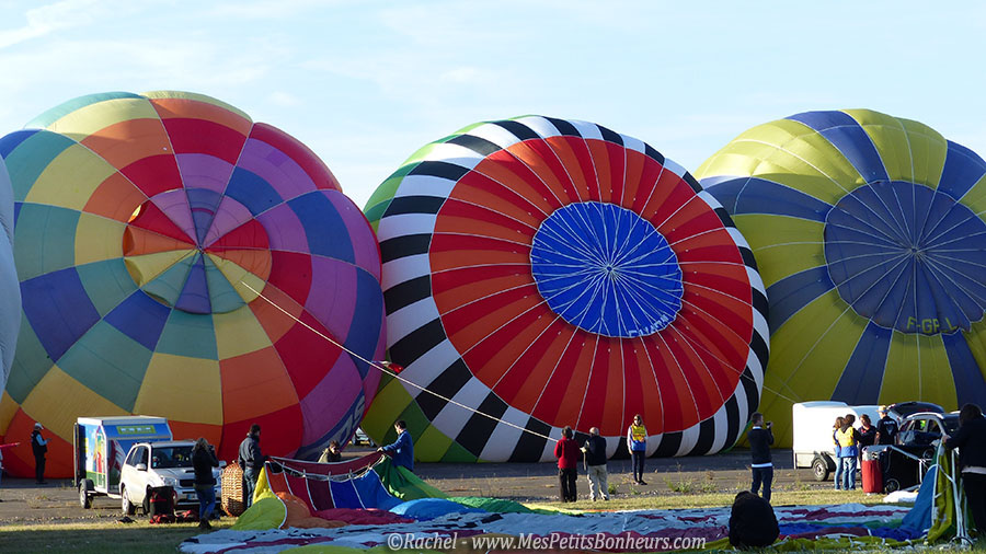 montgolfieres multicolores gonflage