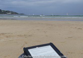 liseuse à la plage