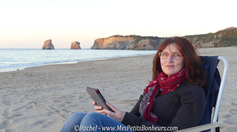 liseuse sur la plage