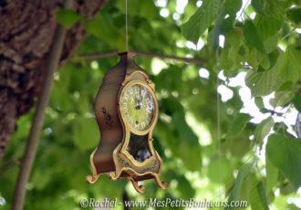 pendule dans l'arbre