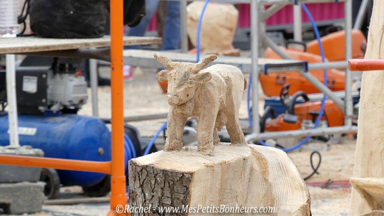 sculpture tronconneuse vache