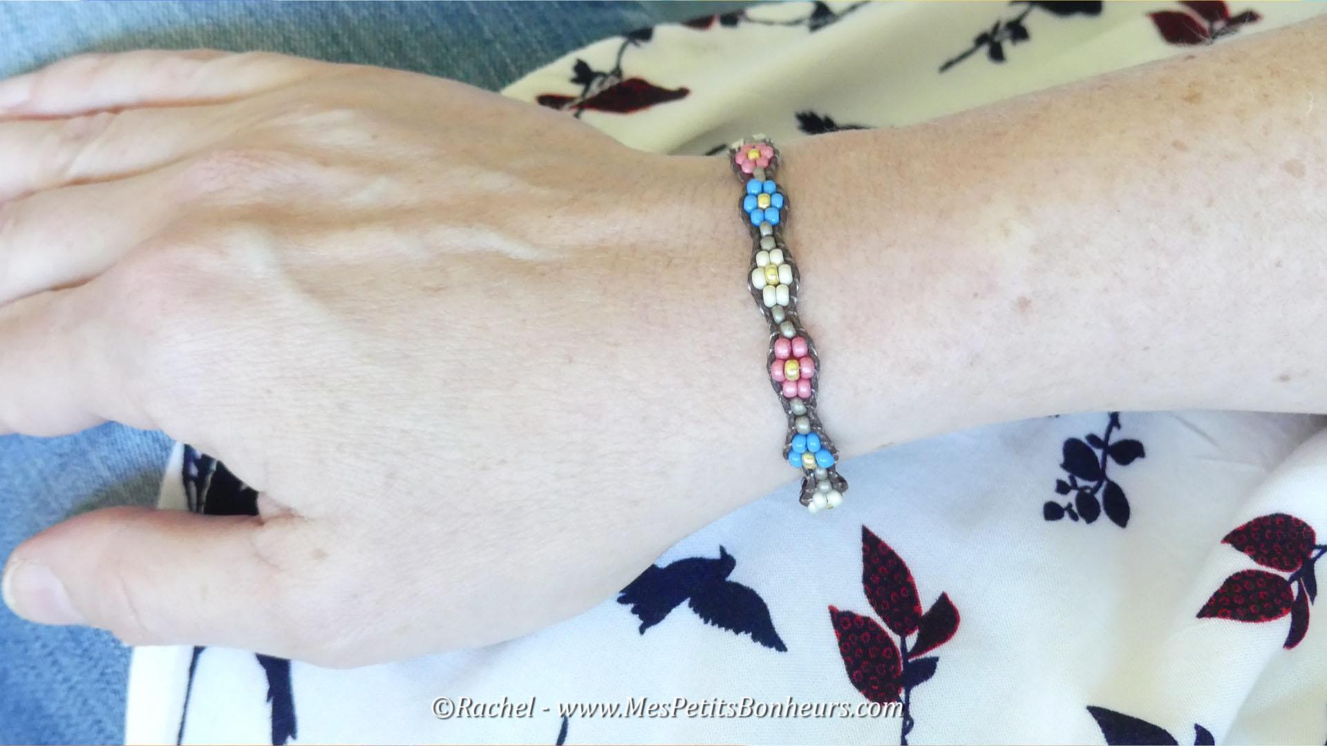 bracelet wrap fleurs perles et coton ciré
