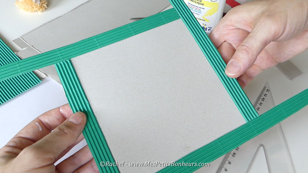 Bricolage cadre f te des p res papa et moi en pompons - Fabriquer un cadre en carton ...
