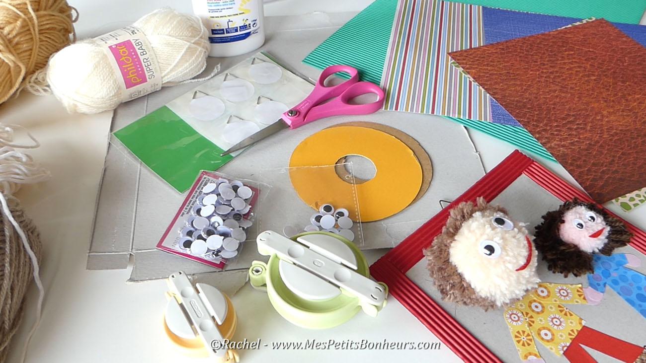 materiel bricolage cadre poupées pompons