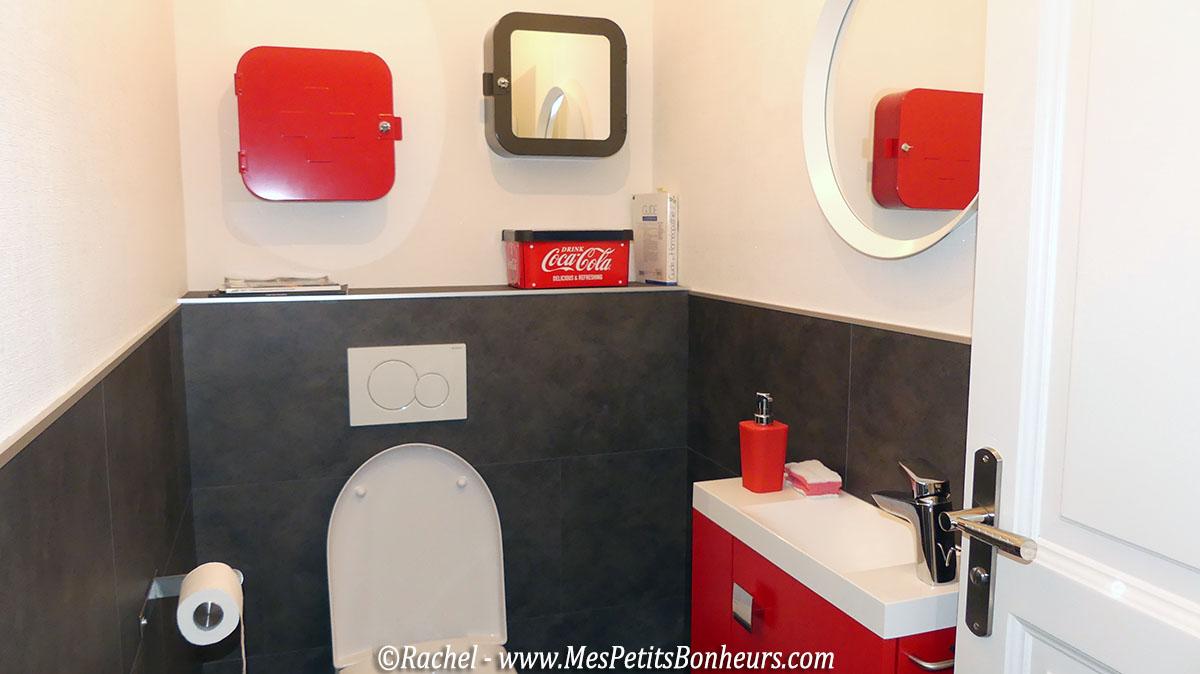 deco-toilettes-rouge-blanc-et-noir