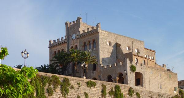 Week end minorque visite de ciutadella ville de for Piscine du port marchand