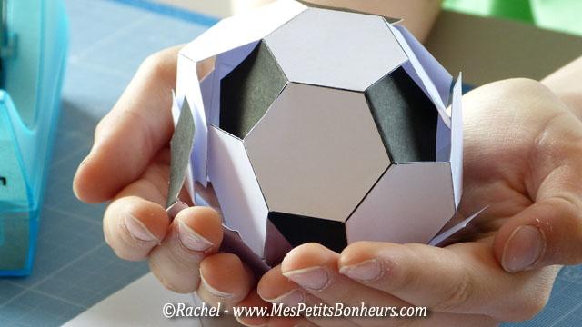 ballon de foot vide poche pour la f te des p res. Black Bedroom Furniture Sets. Home Design Ideas