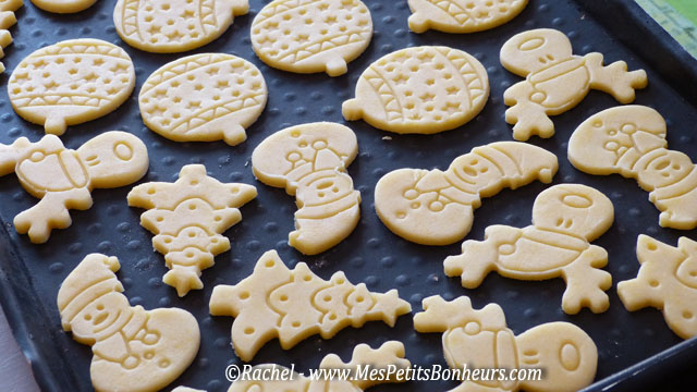 à décorer tous ces biscuits avec du sucre glace coloré avant de ...