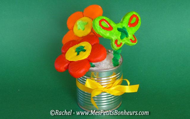 cadeau fabriquer par les petits bouquet de fleurs en. Black Bedroom Furniture Sets. Home Design Ideas