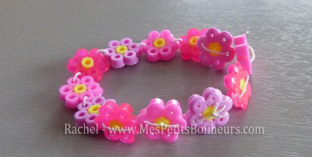 cadeau enfant pour la f te des m res bracelet de fleurs. Black Bedroom Furniture Sets. Home Design Ideas