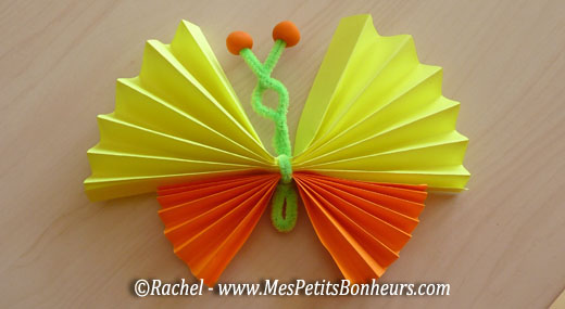 Papillon en papier et cure pipe bricolage de printemps - Activite manuelle avec du papier ...