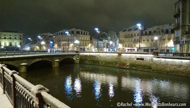 Belfort sous la neige la nuit vieille ville squares et for Piscine belfort