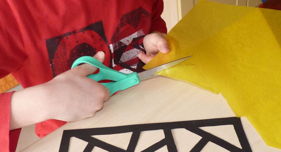 couper le papier vitrail