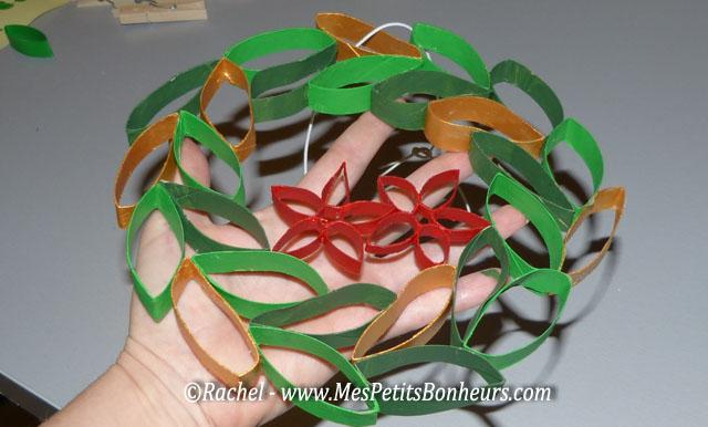 Bricolage couronne de no l avec des rouleaux en carton de - Creation couronne de noel ...