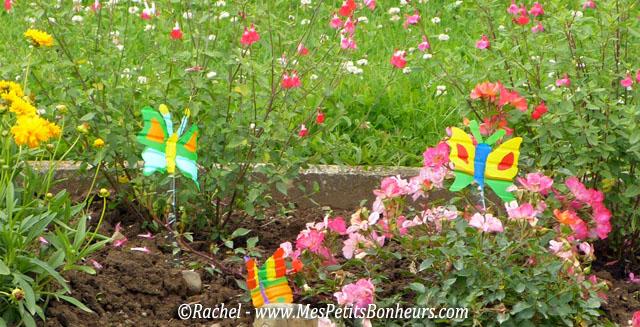 D co du jardin papillons en bouteilles plastiques - Decoration de noel avec de la recuperation ...