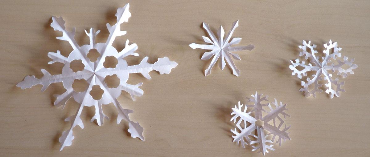 Flocons en papier plier et d couper nouveaux mod les - Comment faire un bonhomme de neige en papier ...