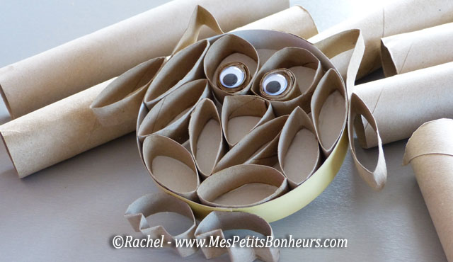 Toilet paper wreath i knew i said 250 toilet paper rolls for a reason - Rouleau papier toilette ...