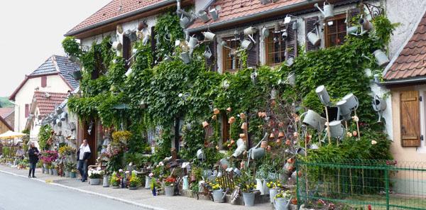 L arrosoir objet d co et endroit insolite rougemont le ch teau for Decoration du facade orleans