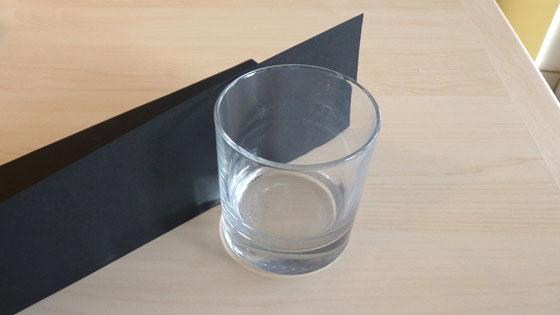 mesurer verre et bande de papier noir